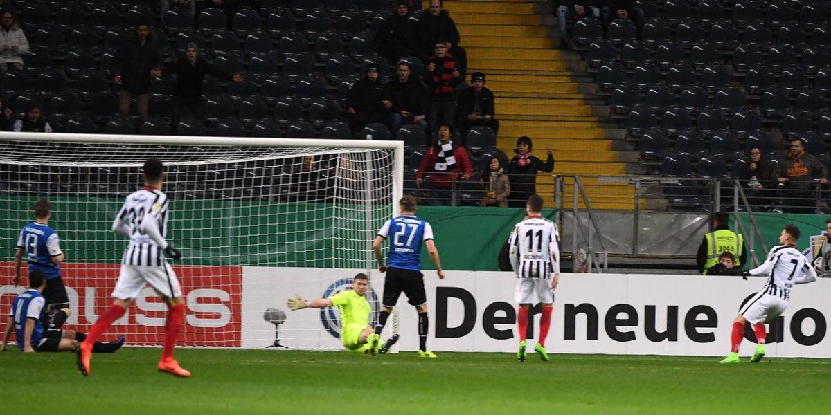 Sin Marco Fabián, Frankfurt se mete a semifinales de Copa de Alemania