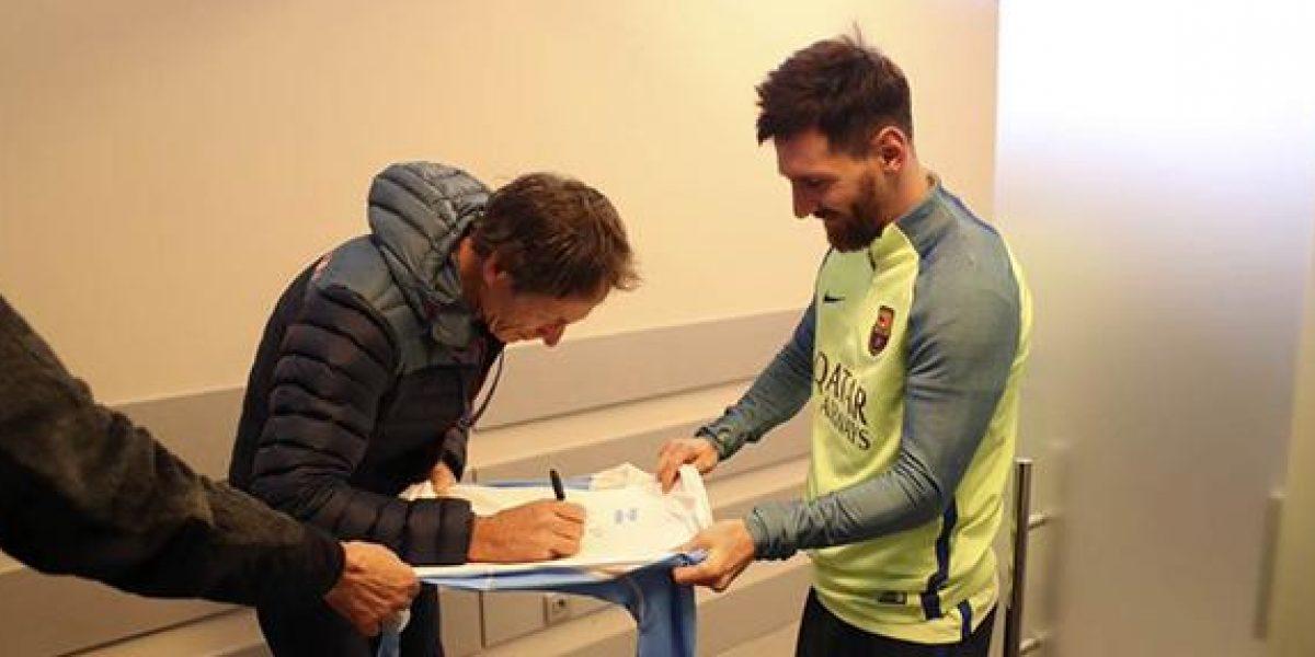 VIDEO: ¿Habían visto a Messi pedir un autógrafo?