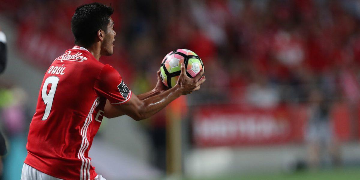 Raúl Jiménez y el Benfica se imponen al Feirense