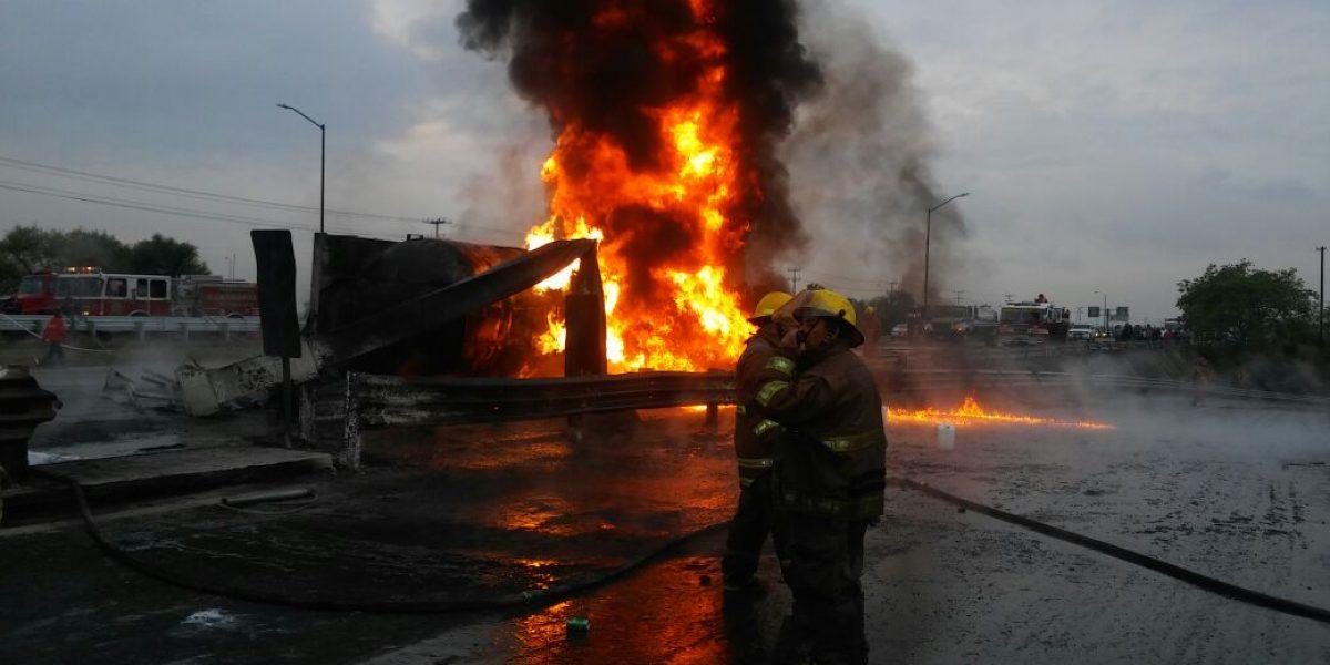 Vuelca pipa que transportaba combustible robado en Nuevo Léon