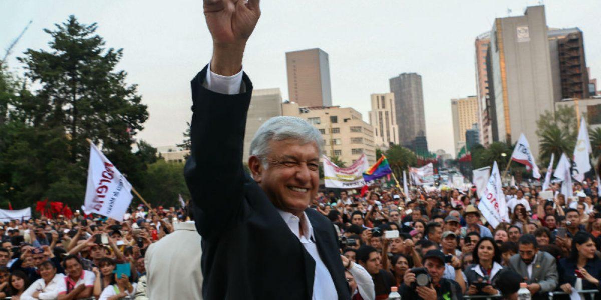 Roberto Mayans renuncia al PRD y se va con AMLO