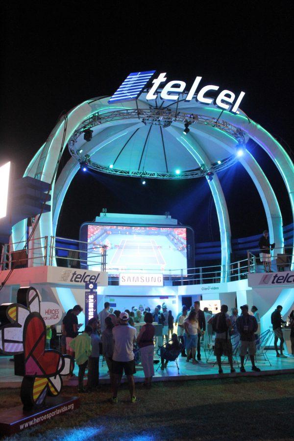 . Imagen Por: El evento estuvo respaldado por diversos patrocinadores que instalaron su estand para que el público pudiera acercarse e interactuar, por ejemplo, el de Telcel   Foto: Nicolás Corte