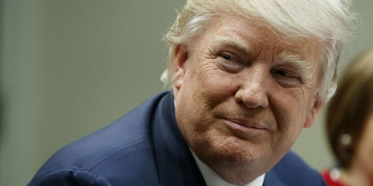 Trump ordena cese de 46 fiscales federales designados por Obama