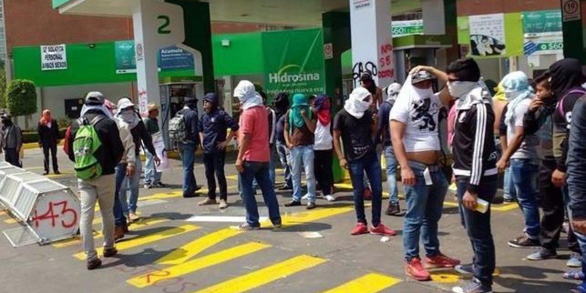 VIDEO: Encapuchados toman gasolinera de Reforma
