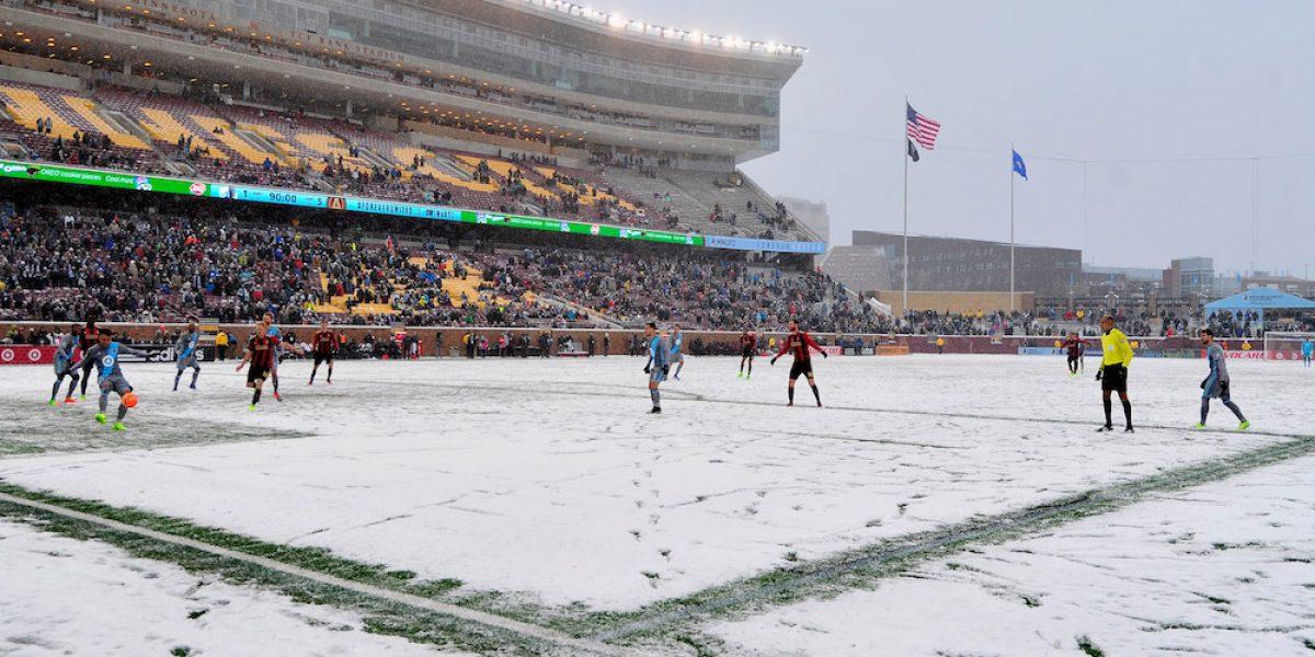 Juego de la MLS se disputa en medio de una tormenta de nieve