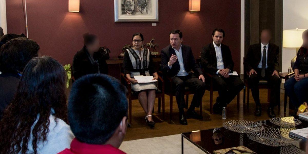 Osorio Chong dialoga con víctimas de secuestro