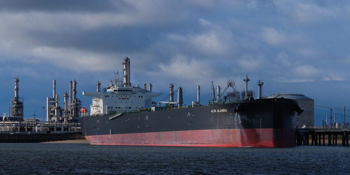 Piratas secuestran un barco petrolero en África
