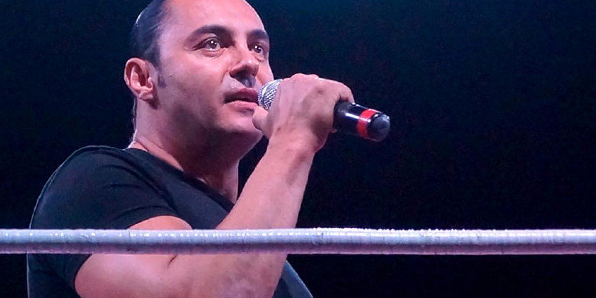 ¡Está de regreso! Latin Lover se presentó con promotora de Lucha Libre