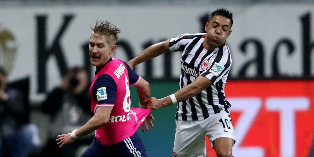 Marco Fabián es titular en el empate del Frankfurt