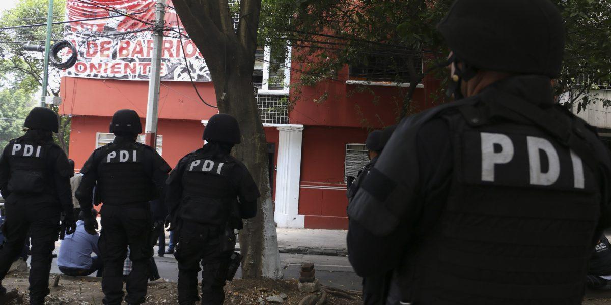 Detienen a dos presuntos narcomenudistas en Azcapotzalco