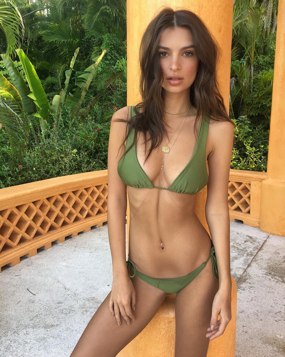 Emily Ratajkowski se desnudó en una playa de México