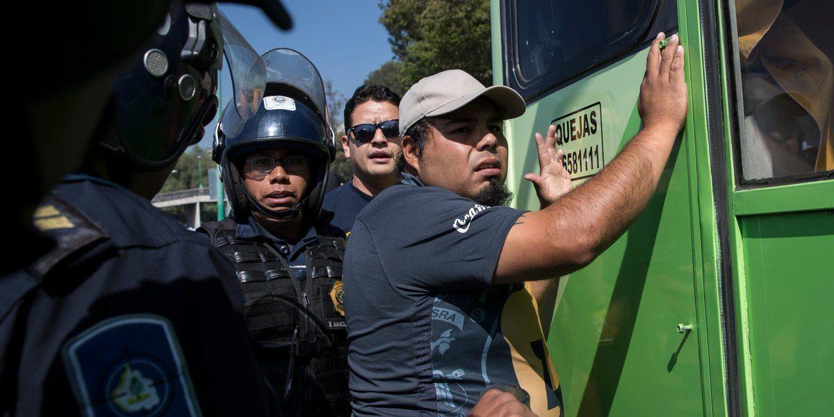 Detienen a aficionado de Pumas por portar explosivos
