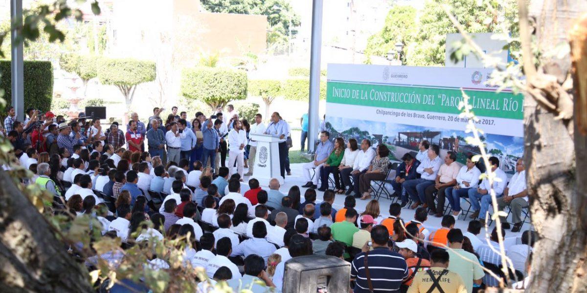 Astudillo pone en marcha obra del Parque Lineal Río Huacapa