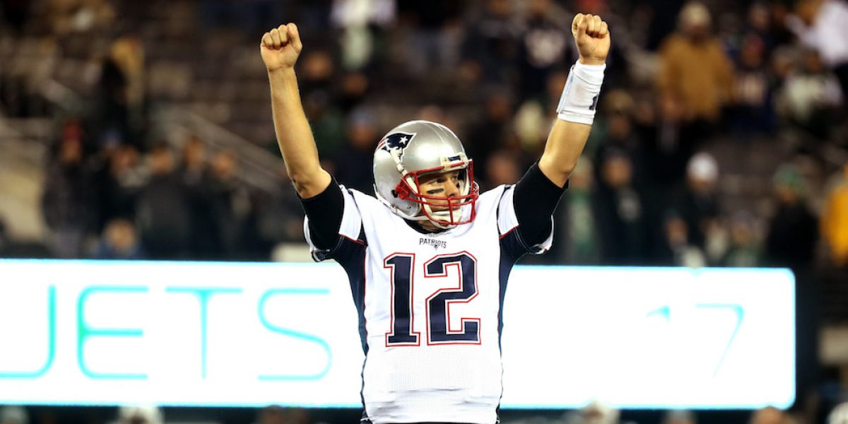 Tom Brady celebra que su jersey apareciera