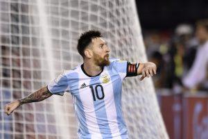 Argentina sufre pero revive ante Chile