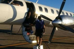 VIDEO: Futbolistas entraron en pánico porque se abrió una puerta del avión
