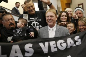 Raiders, cada vez más cerca de Las Vegas