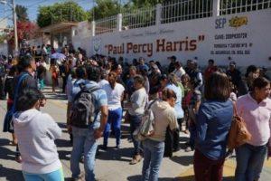 Maestros de la CNTE se atrincheran en escuela de Oaxaca para impedir ingreso de director