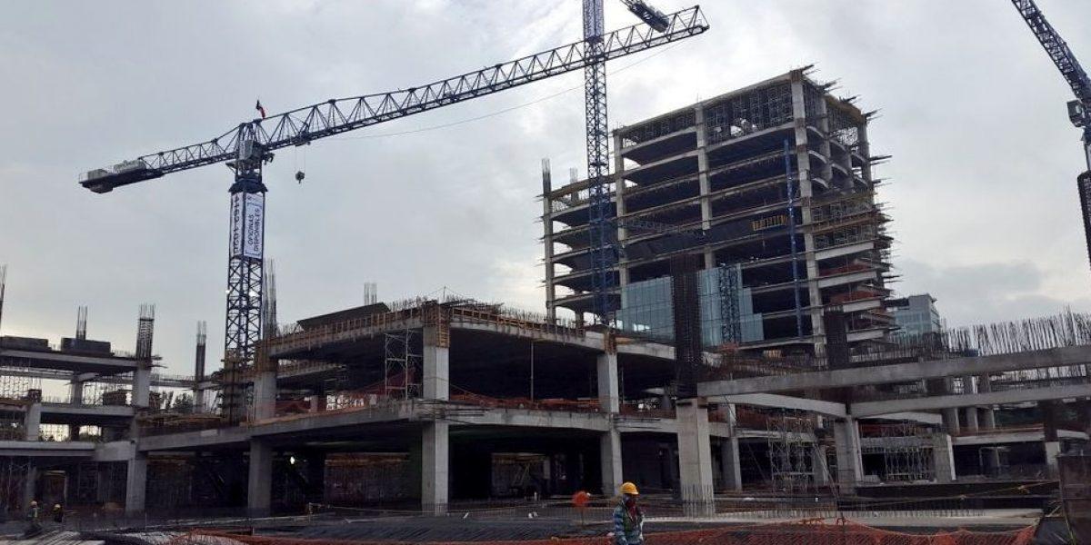 Cae grúa sobre construcción en Jardines del Pedregal