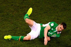 Futbolista sufre escalofriante lesión en partido de eliminatorias mundialistas