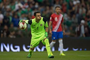 VIDEO: Keylor Navas comete terrible error en el partido ante México