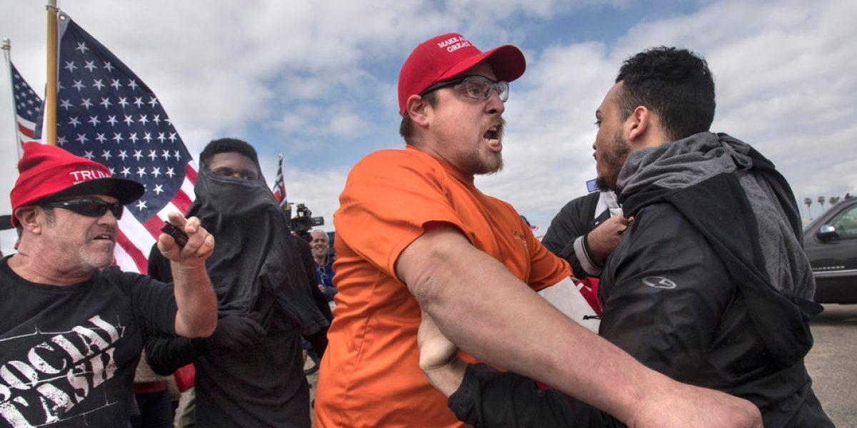 Marcha a favor de Trump en EU termina en riña; hay tres detenidos