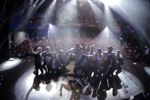 Los Claxons triunfan en el Pepsi Center