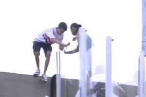 ¡Terrible! Aficionado cae desde lo más alto del estadio Morumbí y muere