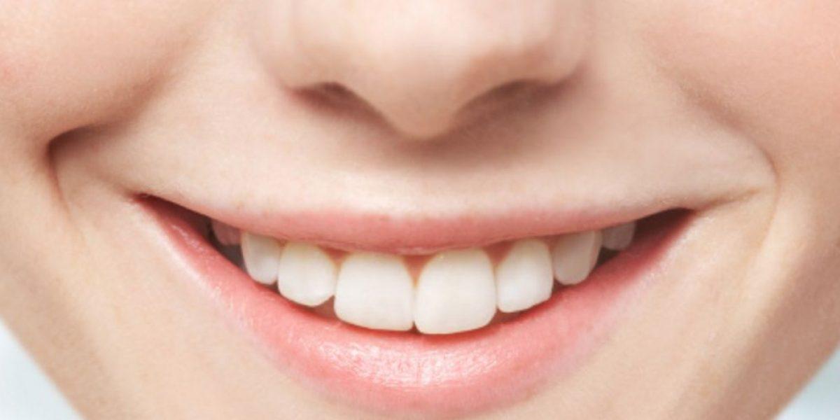 Bacterias afectan a los dientes mientras se duerme: especialista