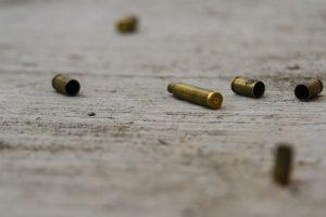 Comando ataca a periodista en Baja California; muere su escolta