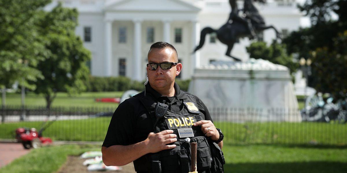 Casa Blanca: Cierre de seguridad por hallazgo de un paquete sospechoso