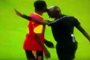 VIDEO: Árbitro pierde el control y da tremendo cabezazo a un jugador