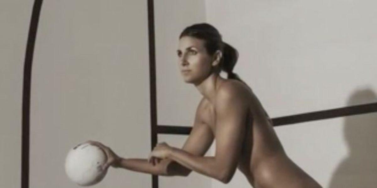 VIDEO: Deportista argentina posa totalmente desnuda para famosa revista