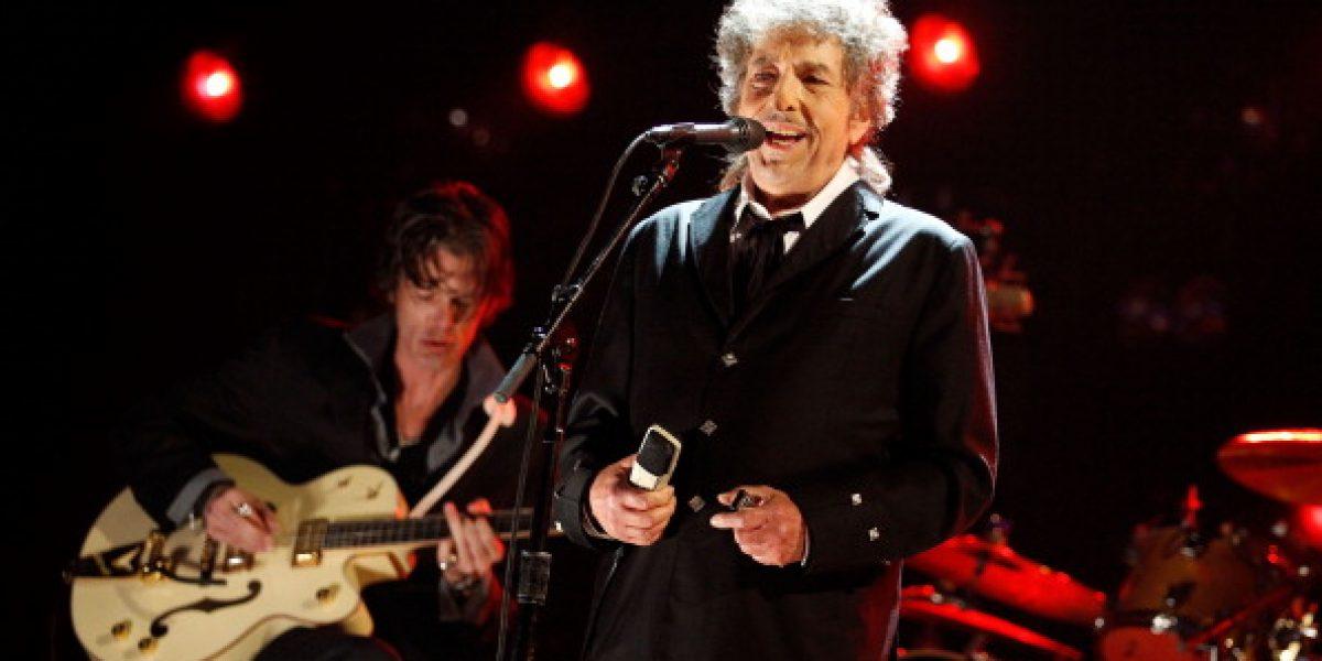 Bob Dylan recibe premio Nobel sin ceremonias