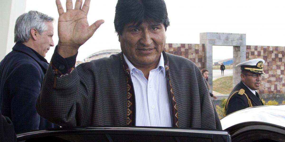Evo Morales se recupera de operación en la garganta
