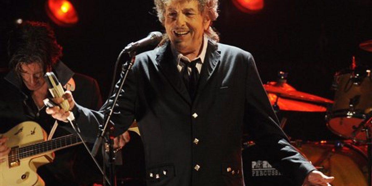 Bob Dylan recibe el Nobel sin ceremonias