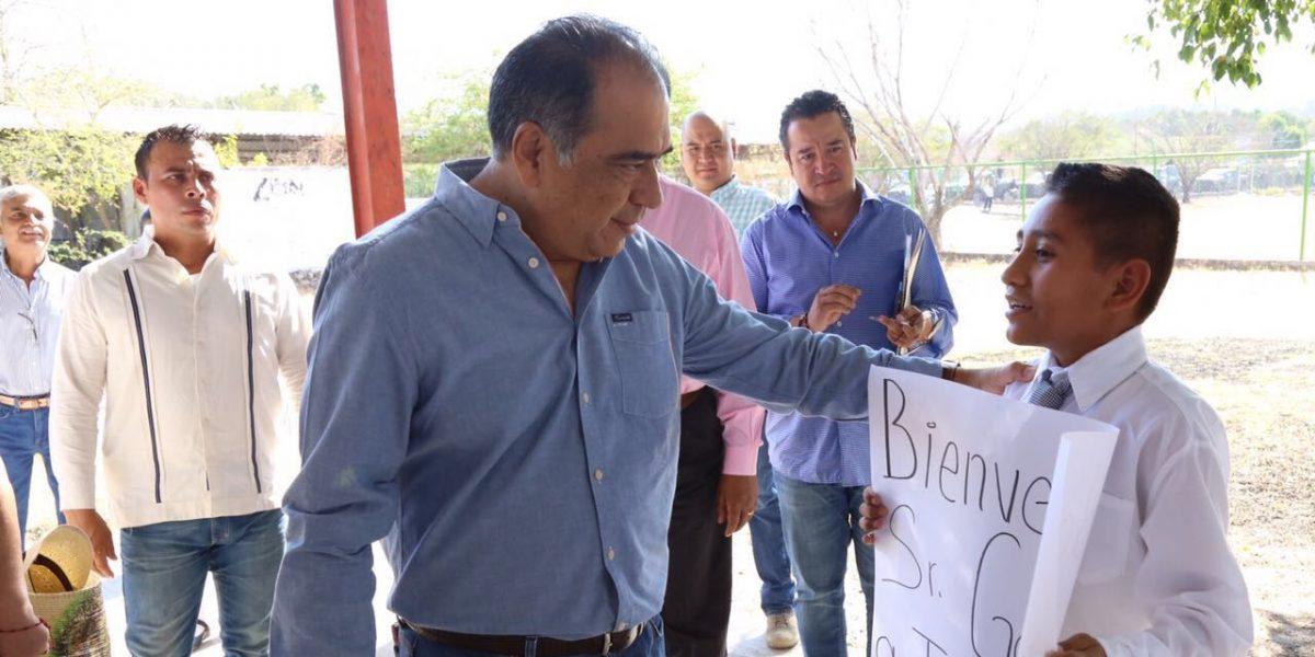 Héctor Astudillo se reúne con habitantes de San Miguel Totoloapan