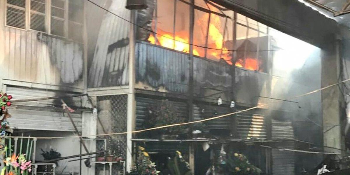 Se incendia mercado de Jamaica