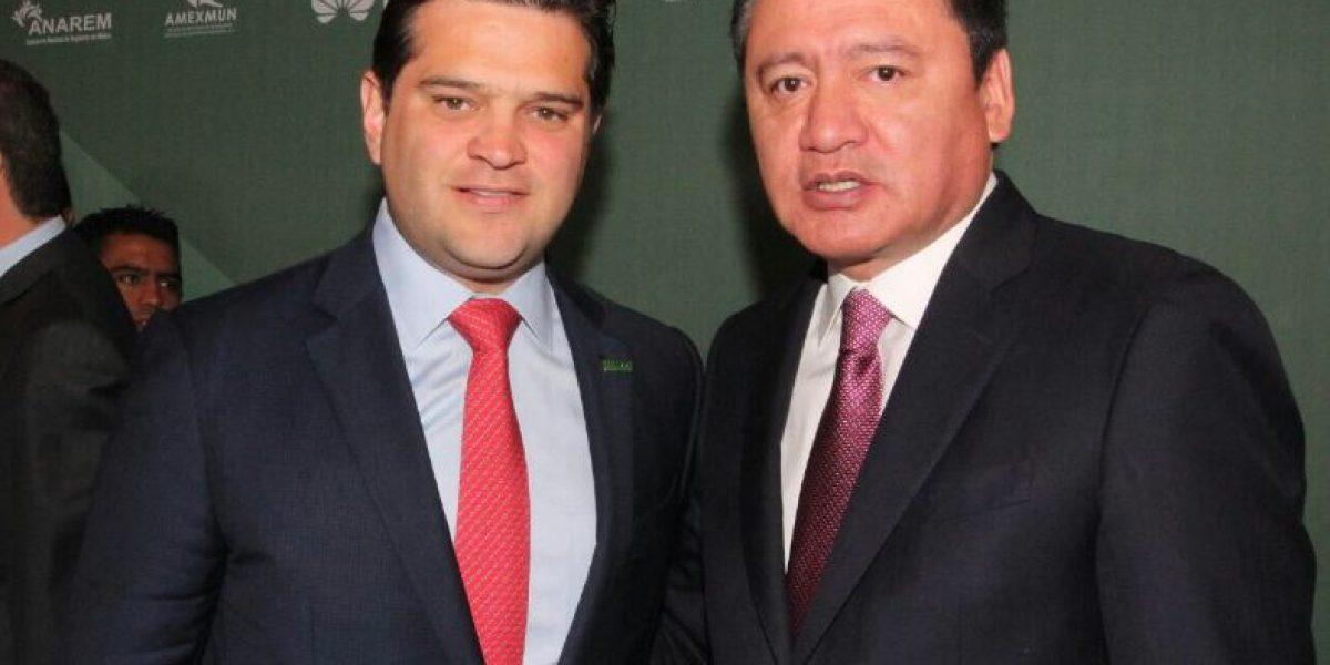 Osorio Chong toma protesta a Francisco Cienfuegos como presidente adjunto de la Fenamm