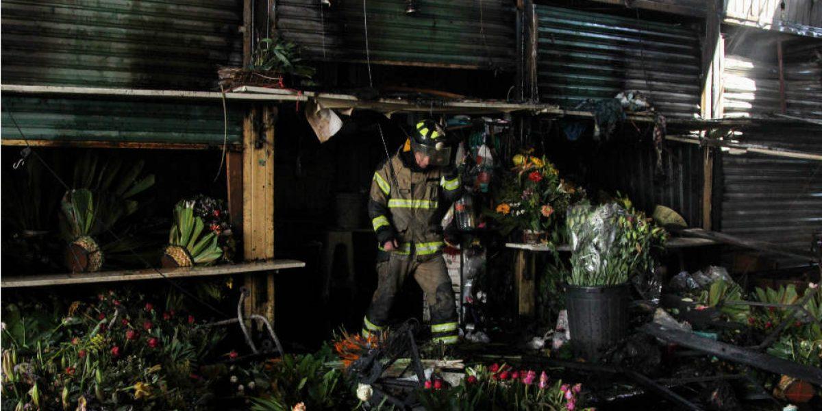 Incendio en Mercado de Jamaica afectó a 25 locales