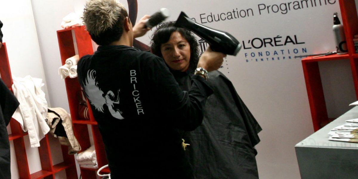 Autoridades piden a estilistas gay comprobar que no tienen VIH