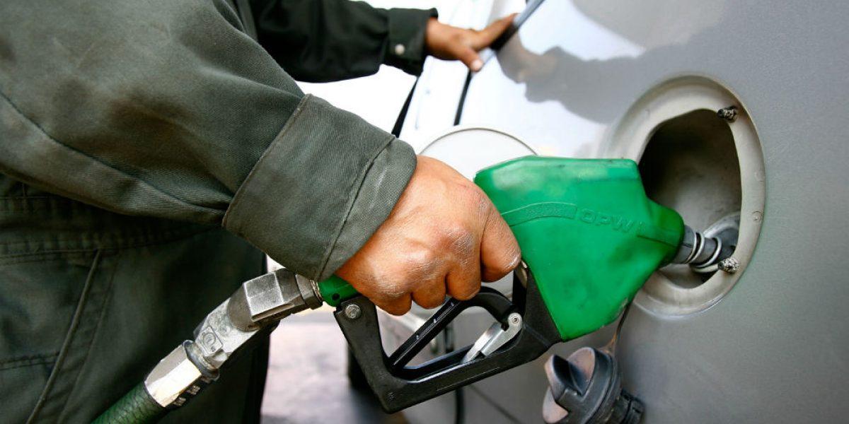 Precios de gasolinas subirán dos centavos este jueves