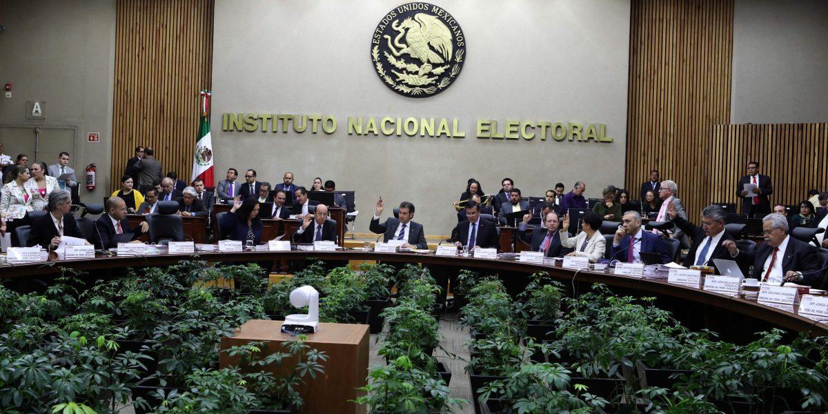 Rinden protesta tres nuevos consejeros del INE