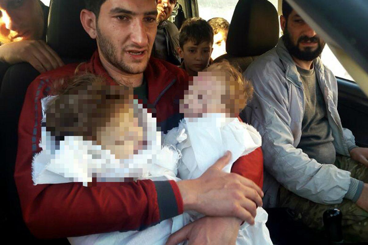 Halló los cadáveres de sus hermanos y sus sobrinos, así como los de vecinos y amigos. Imagen Por: AP