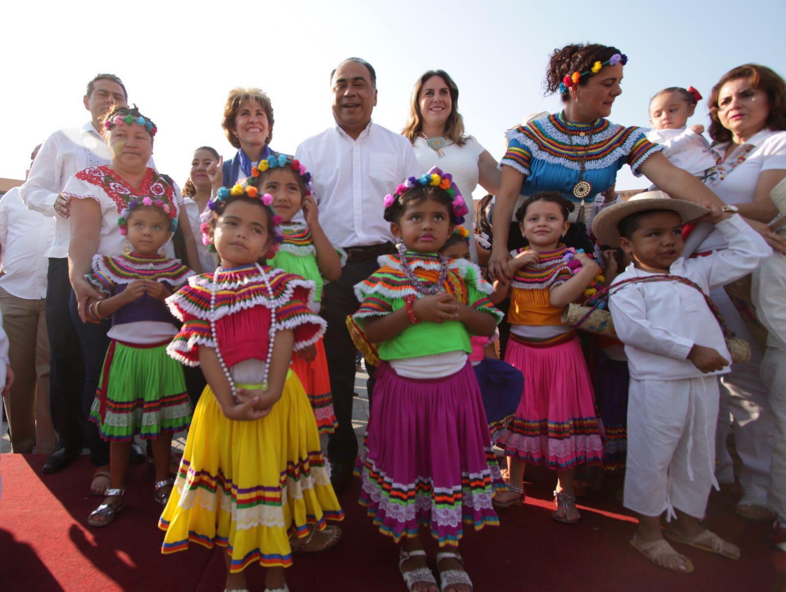 """Astudillo Flores, mencionó que durante los últimos días, Guerrero ha realizo eventos de gran relevancia como el Tianguis Turístico y la Convención Bancaria, eventos que resultaron muy exitosos para impulsar la imagen del estado: """"Ha sido el mes de marzo un mes muy bueno para Guerrero"""", afirmó."""