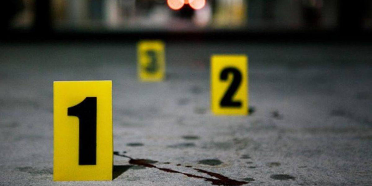 Asesinan a 3 personas afuera de cantina en Nuevo León