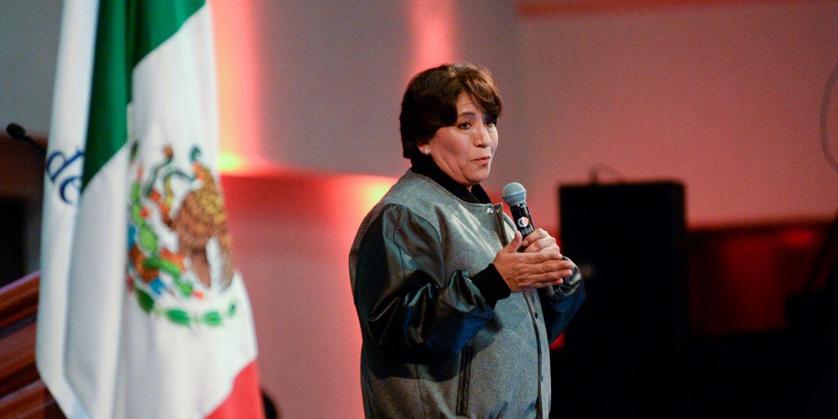 Calderón tendría que haber sido mi alumno para aprender gramática: Delfina Gómez