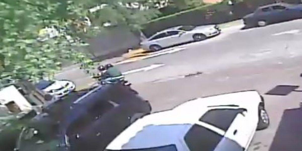 VIDEO: Siguen a mujer desde el banco y la asaltan al bajar de su auto