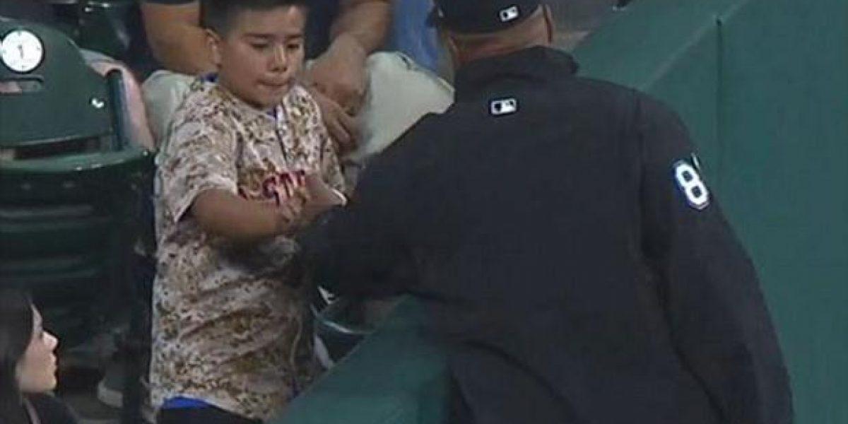 VIDEO: Durante el partido Umpire le quita una pelota a niño