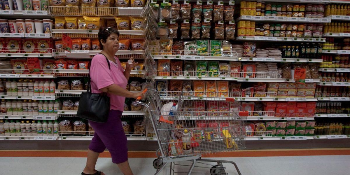 Consumo privado avanza 3.2% al inicio de 2017: INEGI